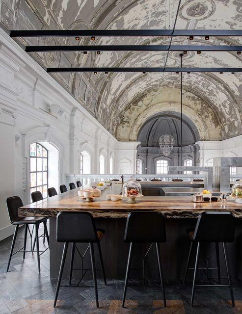 chiesa-trasformata-in-ristorante-06