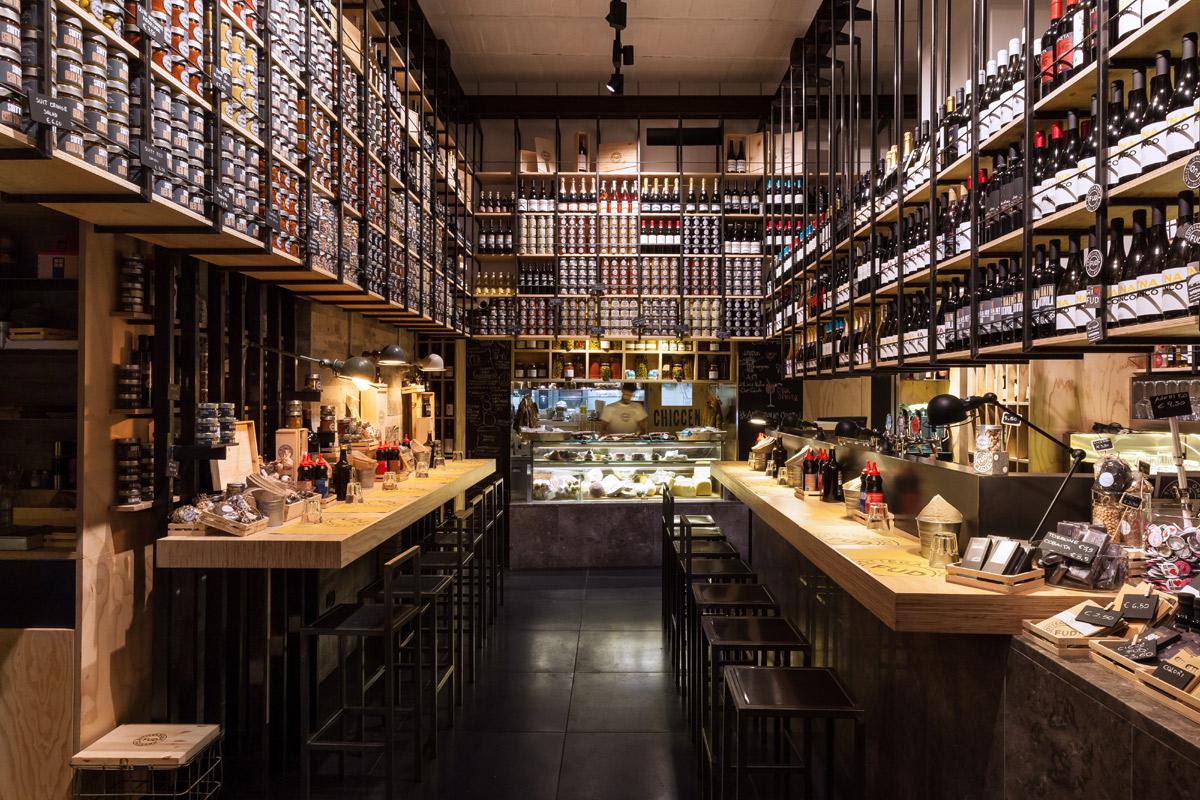interno-FUD-Bottega-Sicula-Palermo-espositori-per-vino-conserve
